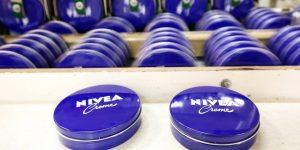 58fb0b10cd70e8051300614f 300x150 - Nivea, champion du marketing utile -