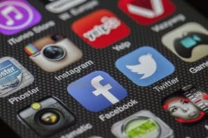 twitter 292994 1920 1 300x200 - Les blogueurs :  un atout redoutable pour les marques